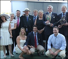 Des and Robin Scott and family, with winning breeder George Rowles of Ivanhoe Stud with his Des And Robin Scott Floating Tropy. Image: Candiese Marnewick